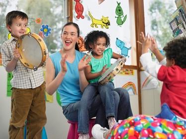 ¿Quieres que tu hijo sea una persona creativa? Da un paso atrás