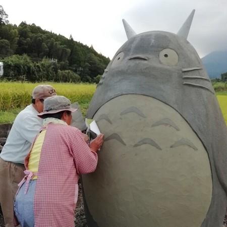 Totoro-parada-autobus-japon
