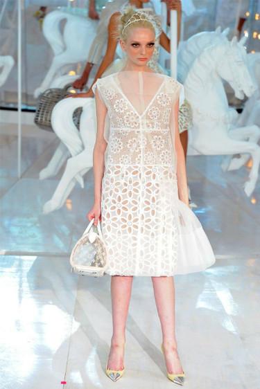 Tendencias Primavera-Verano 2012: blanca y radiante va la fashionista