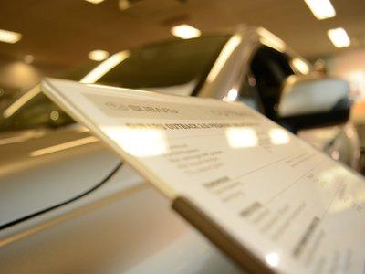El dólar ha afectado los precios de los autos en México, pero no sus ventas... ¿por qué?
