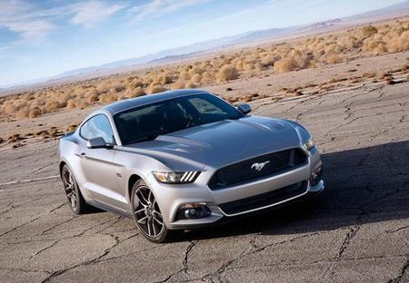 Ford Mustang EcoBoost: Mucho ruido y pocos cilindros
