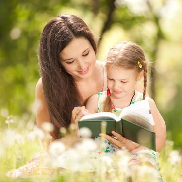 Tras el diagnóstico de autismo de su hija, decidió escribir cuentos con pictogramas para ayudar a niños con necesidades especiales