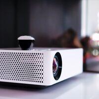 Montar nuestro propio cine en casa por menos de 80 euros es posible: la clave está en el proyector más vendido (y mejor valorado) de Amazon