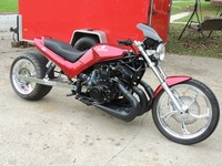 La hija bastarda entre una Suzuki VX800 y una moto de nieve
