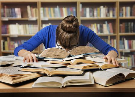 Opositara hallada inconsciente en biblioteca municipal