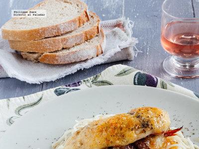Pechugas de pollo gratinadas rellenas de salami y tomate seco. Receta fácil para el verano