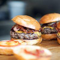 """Cuando la """"Fake Meat"""" tuvo que elegir entra la salud y el sabor, eligió lo segundo: así de saludable es la carne de mentira"""