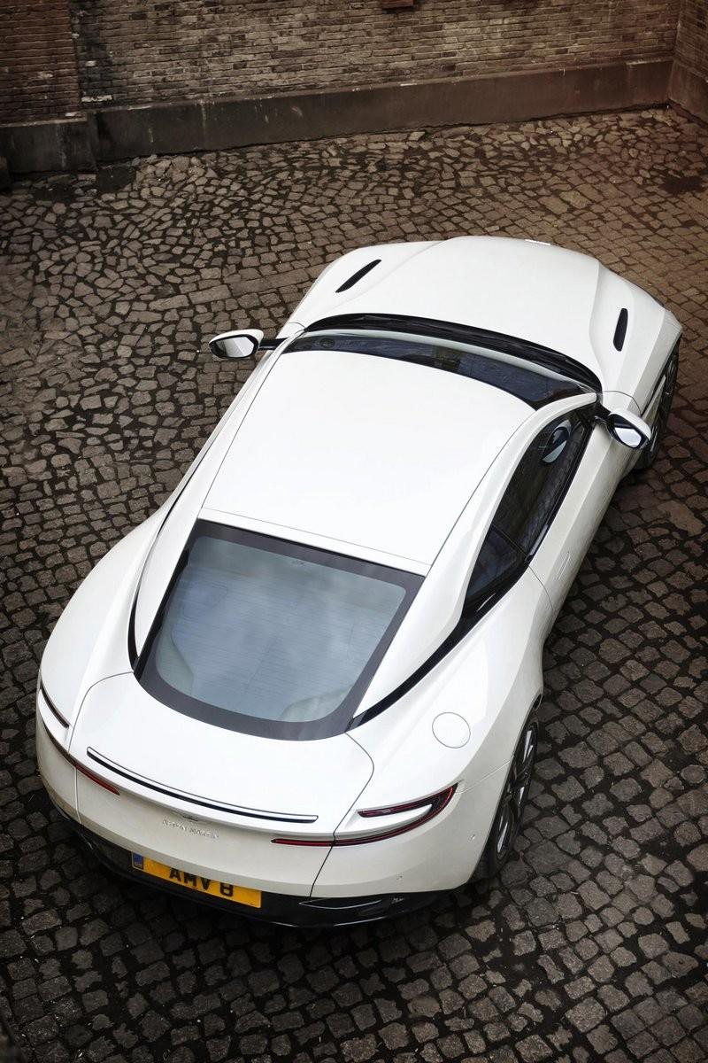Foto de Aston Martin DB11 V8 (8/11)