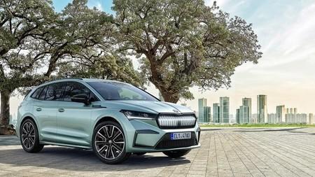 ¡Sorpresa! Aquí está el Skoda Enyaq iV: el primer SUV eléctrico de Skoda enseña su frontal a lo BMW antes de su presentación