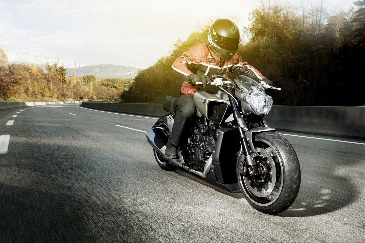 Foto de Yamaha V-Max Hyper Modified (1/16)