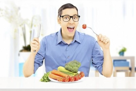 Primero ensalada y después pastas, ¿importa el orden en que comemos?