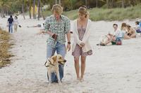 'Una pareja de tres', entretenida comedia familiar con perro terapéutico