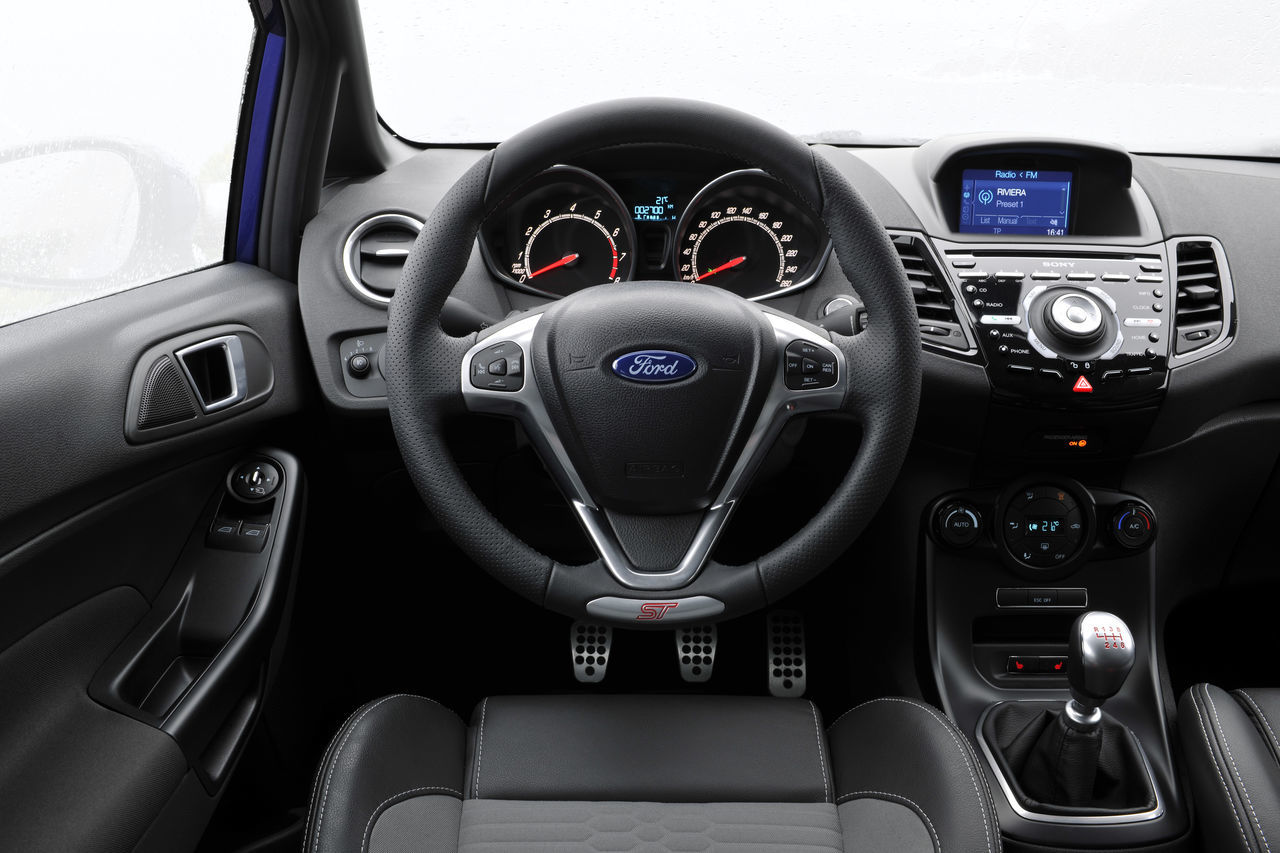Foto de Ford Fiesta ST 2013 en Francia (48/50)