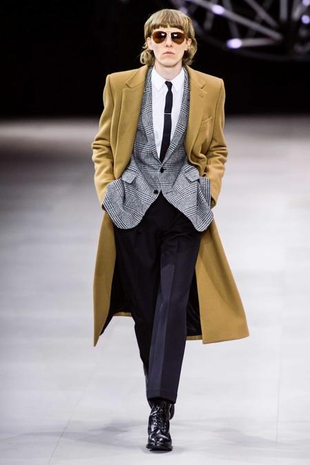 CELINE cierra la semana de la moda de París con la clásica fórmula de Hedi Slimane para su colección de invierno