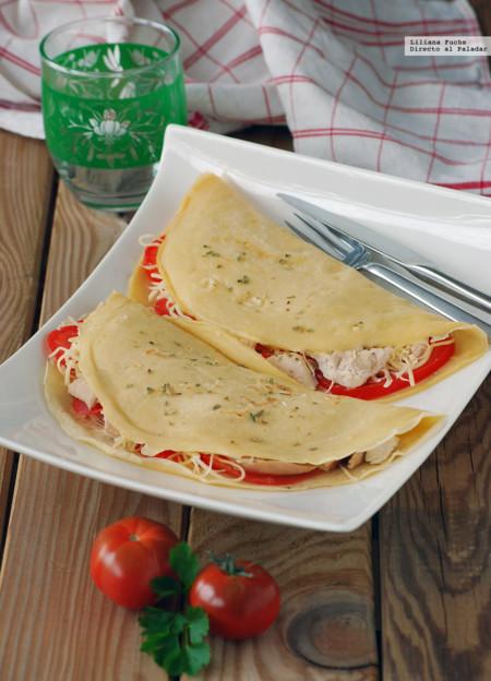 Crêpes de pollo asado, tomate y queso emmental. Receta de aprovechamiento