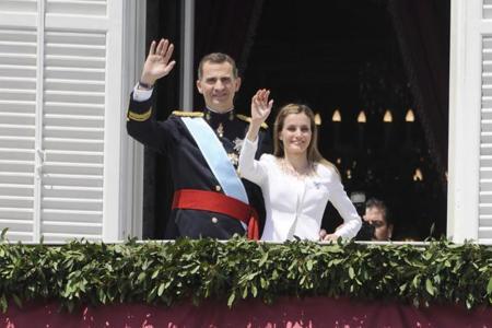 La Reina periodista y su Felipe (Varela), en portada de los grandes medios mundiales