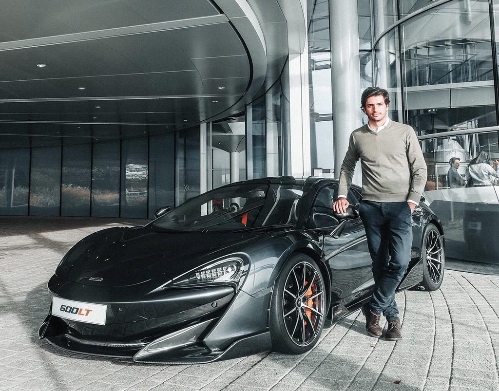 El regalo para Carlos Sainz por su primer podio en la Fórmula 1: un McLaren 600LT