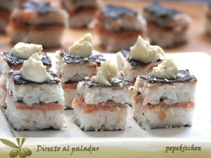 Sushi en capas de salmón. Receta japonesa