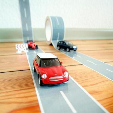 Cinta adhesiva para hacer carreteras