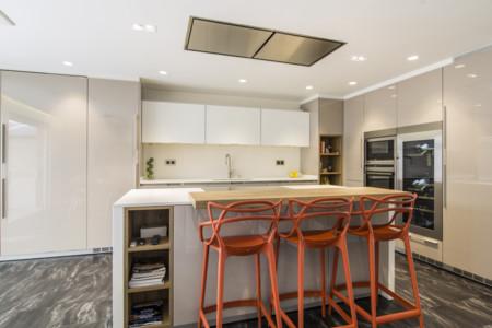 Una buena idea cocina abierta con una gran isla central for Cocinas abiertas con isla