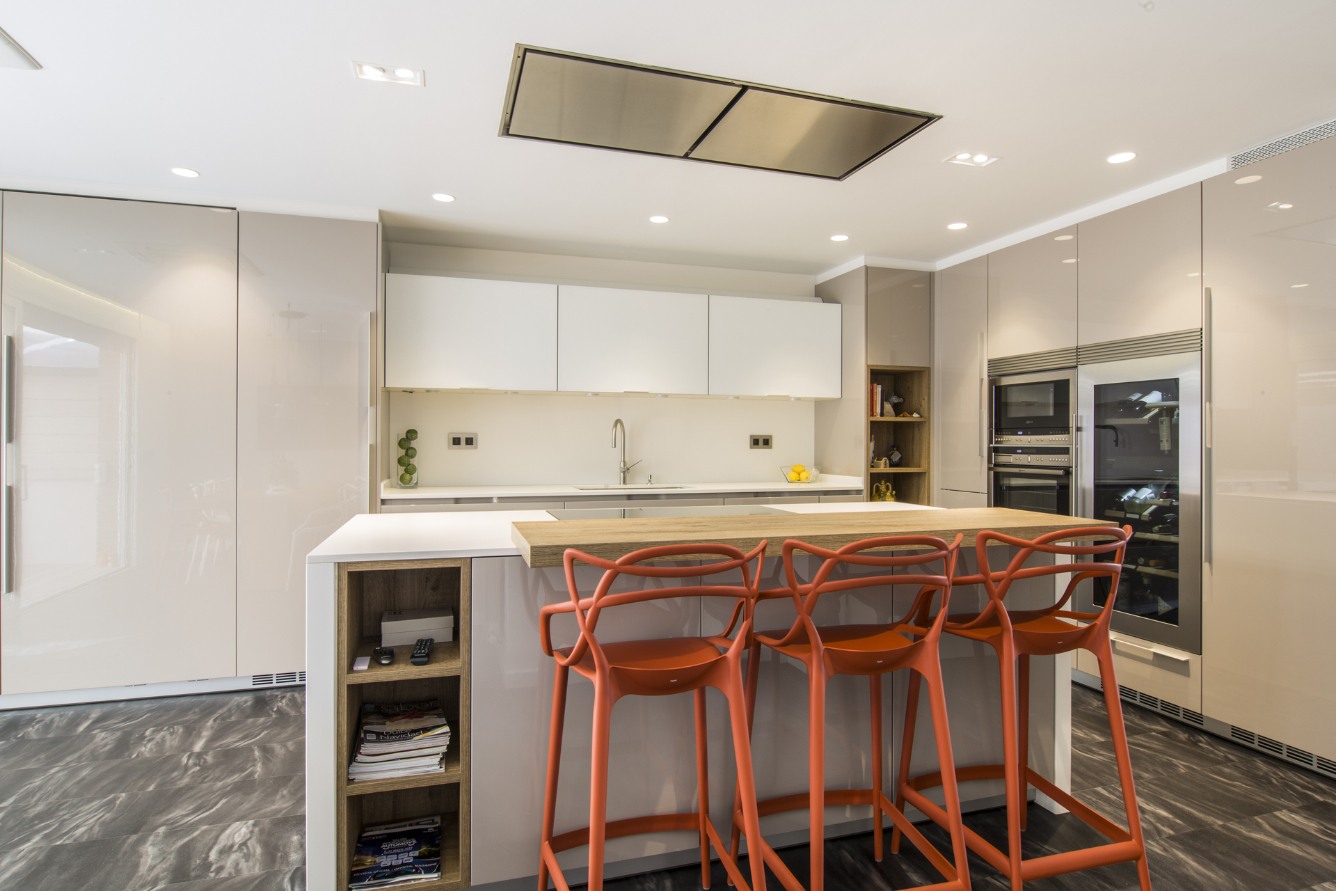 Una buena idea cocina abierta con una gran isla central - Cocinas sabadell ...