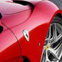 El Ferrari híbrido V8 que se presentará a fin de mes podría tener tracción en ambos ejes y tres motores eléctricos