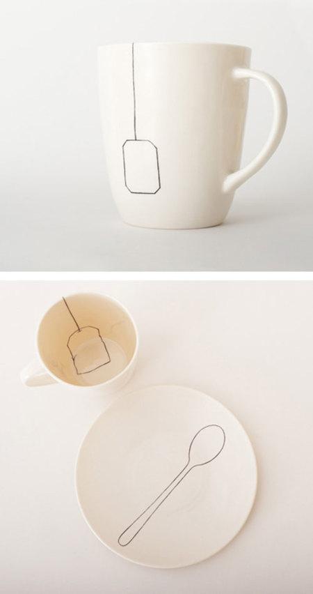 Una taza de té y un plato demasiado gráficos