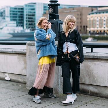 El street style nos muestra cómo combinar unas zapatillas deportivas en un look más formal de 13 formas diferentes