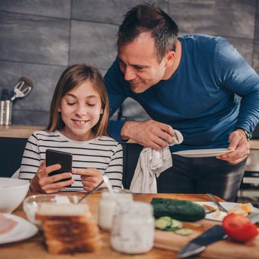No todo el tiempo de pantalla es perjudicial para el desempeño académico de niños y adolescentes, de acuerdo con un nuevo estudio
