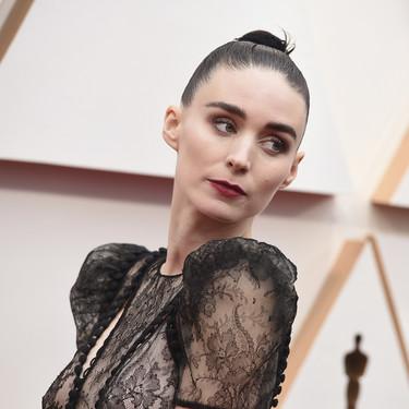 Siete vestidos de encaje de Zara negros tan góticos que los amaría la mismísima Rooney Mara