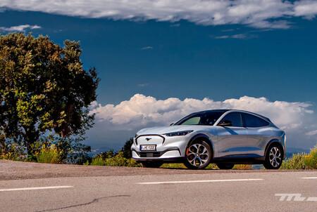 Probamos el Ford Mustang Mach-E de 351 CV: un SUV eléctrico rápido y con buena autonomía pero con algunos puntos de mejora