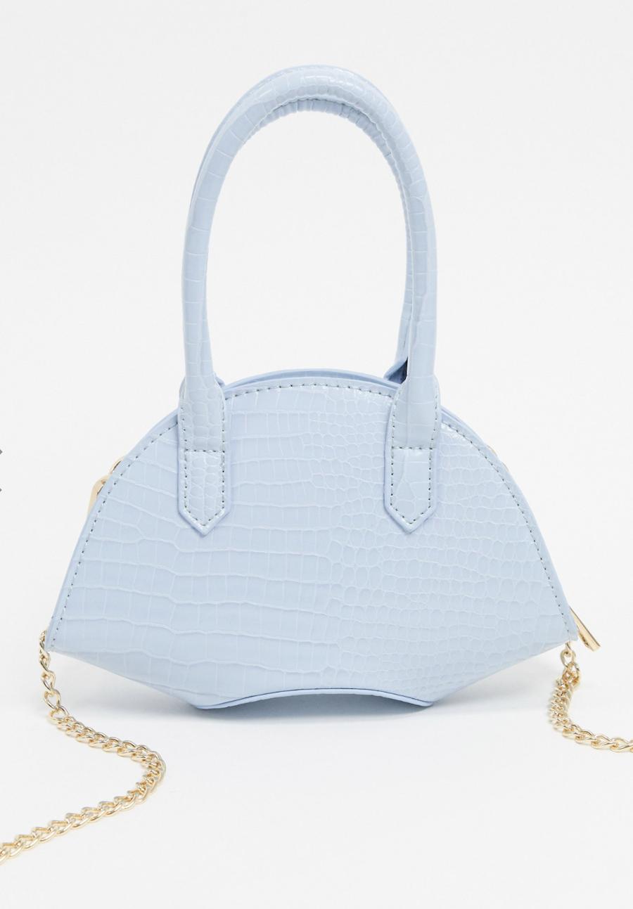 Bolso con base curvada y diseño de cocodrilo en azul pastel de ASOS DESIGN