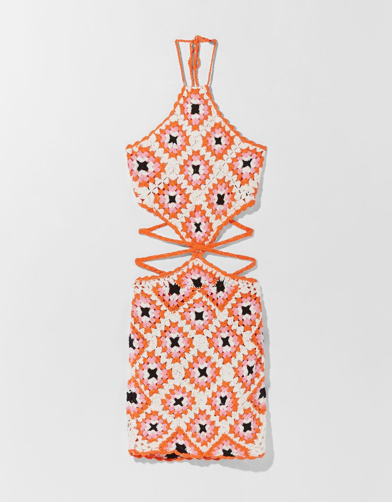 Vestido de crochet con detalles cut out.