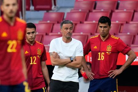 Tarde, mal y con menos garantías: el problema de vacunar ahora a la Selección Española