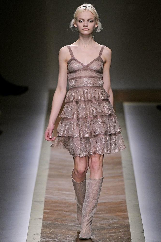 Foto de Valentino Otoño-Invierno 2011/2012 en la Semana de la Moda de París: la moda está triste (6/23)