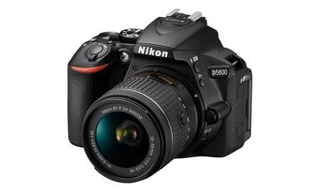En eBay, de importación, tenemos más barata que nunca la Nikon D5600 con objetivo, por 409,99 euros