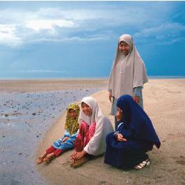 Irán prepara una isla sólo para turistas femeninas