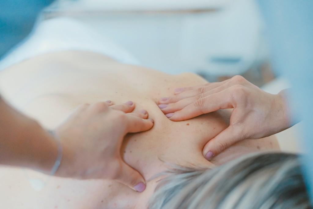 Drenaje linfático: qué es y cómo nos beneficia este tipo de masaje