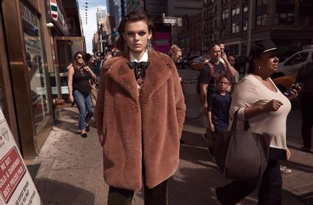 Zara vuelve a bordar la nueva campaña de Otoño plagada de abrigos y complementos ideales