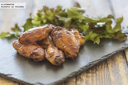 Alitas de pollo laqueadas con salsa hoisin y sirope de arce: receta para chuparse los dedos sin pudor
