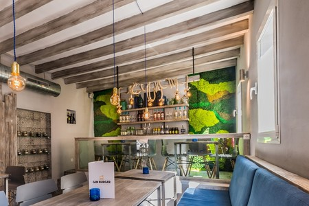 Gin Burguer Restaurante Liquen Decoracion Jardin Vertical 3