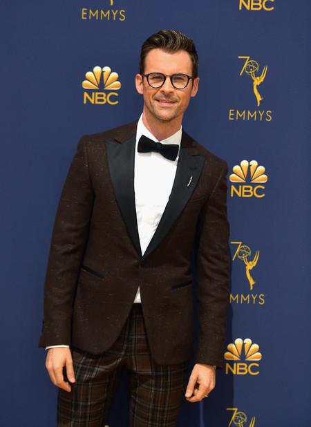 Brad Goreski Se Enfunda En Marron Y A Cuadros Para La Alfombra Roja De Los Premios Emmy 2