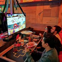 Guía de bares y restaurantes para gamers en la CDMX: 5 espacios para jugar videojuegos donde podrás beber y comer
