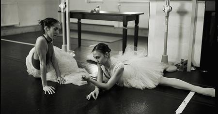 Capturar poesía en movimiento. Dos miradas diferentes de retratar la belleza de la danza