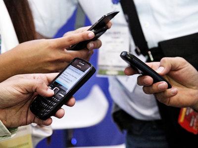 La reforma tributaria podría limitar el acceso a internet móvil a los sectores más vulnerables de Colombia