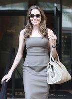 Pero qué pedazo de pedrusco luce Angelina Jolie