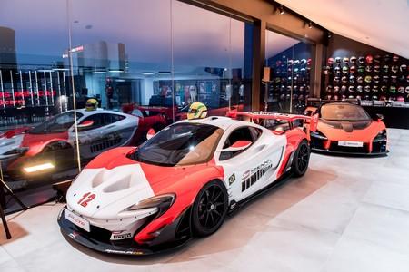 Así es McLaren Barcelona: más que un concesionario de coches, un lugar de culto para los amantes del motor