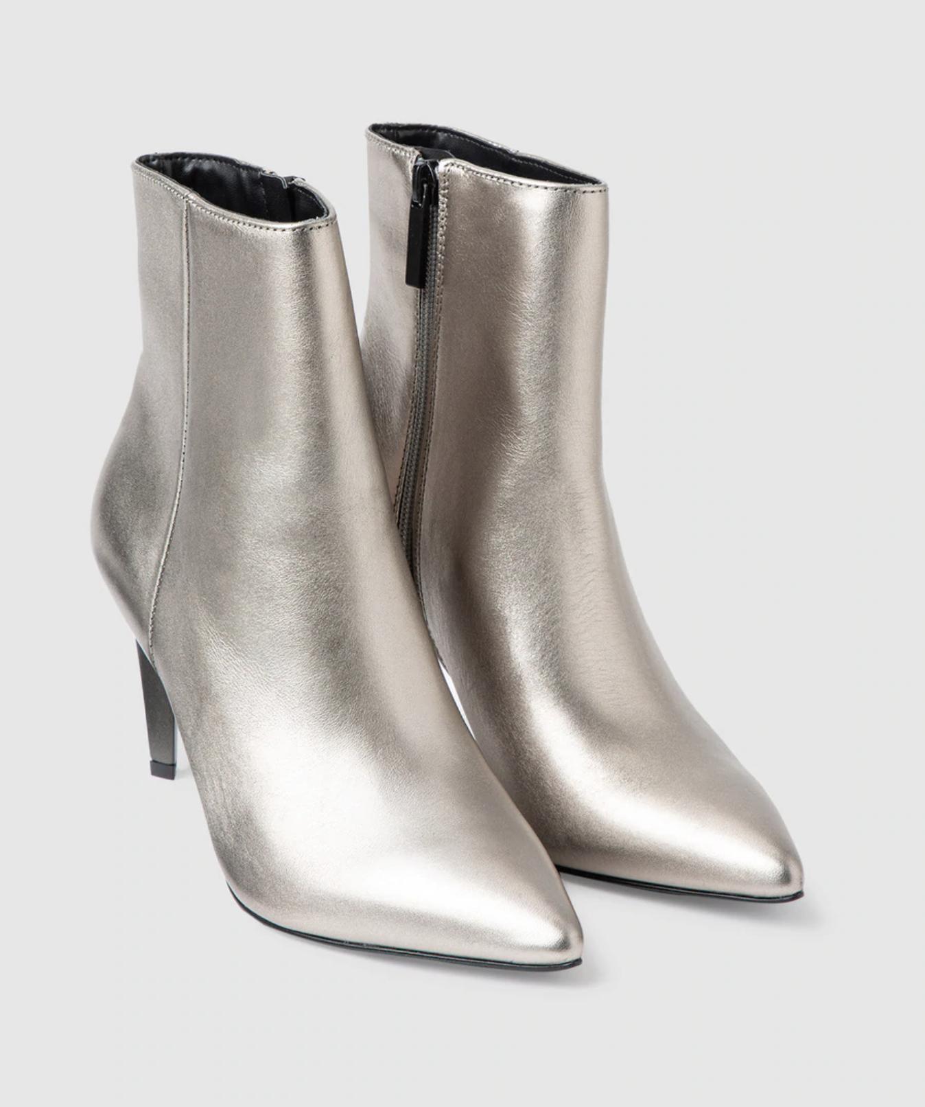 Botines de mujer Kendall + Kyllie de piel metalizada en color plata