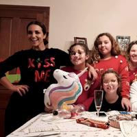 Hemos encontrado el jersey navideño de Paula Echevarría y vale mucho menos de lo que imaginas