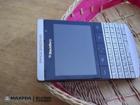 Foto de BlackBerry Bold 9980 Knight, nueva serie limitada de BlackBerry de gama alta (39/39)